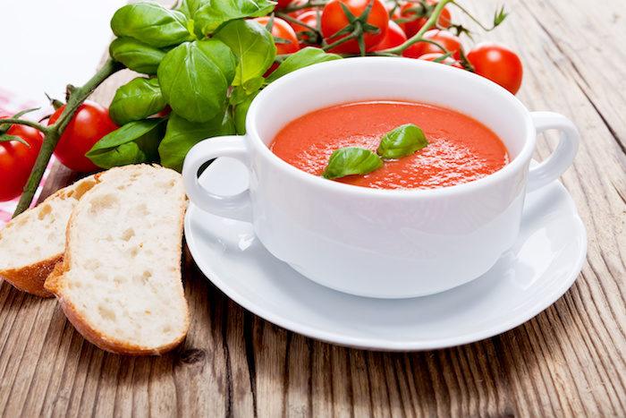 Frische Tomaten Paprika Suppe aus Manu's Früchteküche