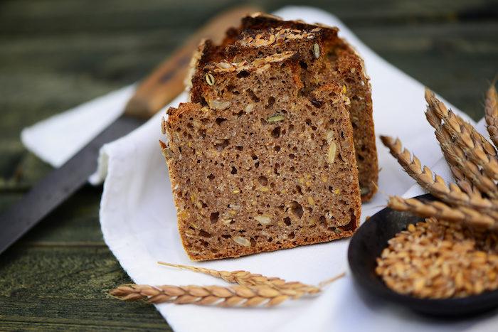 Genießen Sie das einzigartige Roggen-Dinkelbrot mit Manu's Brotgewürz